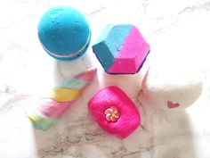 A few of my FAVE lush bath bombs and bubble bars// intergalactic, experimenter, unicorn horn and think pink!!