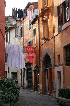 Trastevere, Roma ~ Laundry day...saw this same scene when we were in Trastevere!