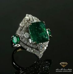 Repost @alfaresjewellery_ Emerald remain the symbol of beauty· و يبقى الزمرد هو رمز الجمال #مجوهرات_الفارس