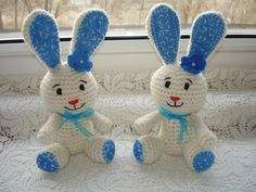 Nyuszokák kék díszítéssel Crochet Projects, Knitting, Baby, Amigurumi, Tricot, Breien, Stricken, Weaving, Knits