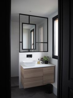 Indoor Canopy: 30 idee per l& casa - Homelisty Bathroom, Bathroom Mirror Lights, Bathrooms Remodel, Small Space Kitchen, Home, Small Space Bathroom, Rooms Home Decor, Small Space Bedroom, Bathroom Mirror