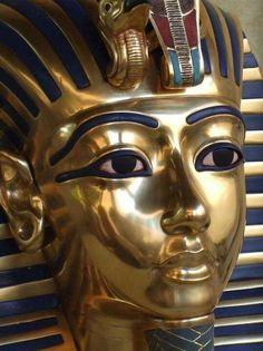 Ancient Egypt ©: The Golden Mask of the Child King Tutankhamun. Ancient Egypt Art, Old Egypt, Ancient History, Egyptian Mythology, Egyptian Art, Cultures Du Monde, Egypt Museum, Avan Jogia, Ancient Civilizations