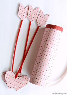 Let the kids make their own cupid's quiver and arrows for Valentine's Day with this easy tutorial. | holiday kids crafts