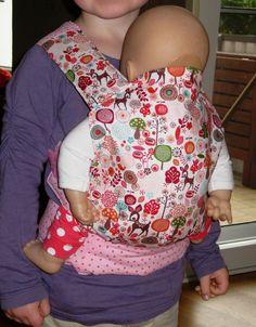 *Puppentrage Esther*   Trage für Puppen und Kuscheltiere für kleine Puppenmamas, die ihre Lieblinge immer dabei haben wollen. Hier wird die Puppentrage mit dem Rehstoff in rosa angeboten.  Als...