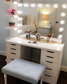 Major This jaw dropping setup by features the Impressions Vanity Glow XL Pro in Champagne Gold SHOP NOW during our Memorial Day Sale! My New Room, My Room, Vanity Room, Vanity Set, Mirror Bathroom, Diy Vanity, Wall Mirror, Corner Vanity, Mirror Room