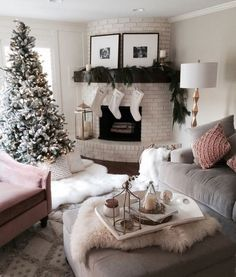 50+ Christmas Living Room Decor Small Spaces_2