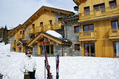 La Refuge is een authentieke bergchalet die met haar vier sterren 11 luxueuze appartementen herbergt. Deze accommodatie vormt de perfecte uitvalsbasis voor een skitrip met familie en vrienden. De accommodatie ligt op ca. 1850 m hoogte, op ca. 200 m van de skipistes en skiliften. Het centrum van La Rosière en de skischool liggen op 5 minuten loopafstand. La Rosière is een charmant skioord in de buurt van Les Arcs, #Tignes en #LaPlagne.  Officiële categorie ****