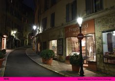 In Grasse there have been for years two types of hand-made lanterns in iron, one with square shape and one with hexagonal shape. Neri has provided for both a LED kit easy to be installed in the already existing fixtures. http://www.neri.biz/en/projects/fenice-grasse.aspx?idC=63073&LN=en-GB #Outdoorlighting #Neri #NeriSpa #Inspiration #Luce #Light #Lumière #LampPost #Réverbère #Design #Restauration #Restoration #Urbanlight #Madeinitaly #Lighting #France #Francia #Grasse #Fragonard #parfum