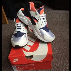 Women's Nike Air Huaraches Size 6 and worn about once or twice. Comment before buying please! Nike Shoes Athletic Shoes