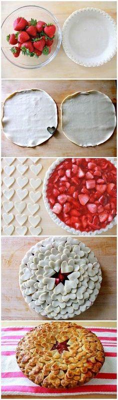【ストロベリー・パイ】  1. イチゴを乱切りし、砂糖で煮て水分を飛ばす 2. パイシートを型に敷き、イチゴを入れ、型抜きしたパイシートでふたをする  上に置く、パイシートのデザインで、一気にセンスのいいパイに変身!