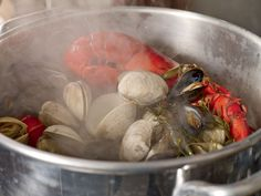 Want to reproduce the taste of a traditional beachfront clambake at home? A stovetop clambake requires a large pot, some seafood, and aromatics like fennel and lemons.