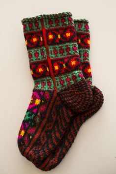 Pinterest Knitting Stiches, Loom Knitting, Knitting Socks, Hand Knitting, Knitting Patterns, Knitting Projects, Knit Socks, Knitted Christmas Stockings, Christmas Knitting
