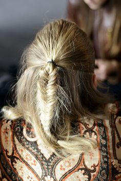 20 Things You Absolutely Must Master for Fall 2014   Daily Makeover A Really Cool Braid We're partial to tiny braids at the hairline, or even a throwback to braided pigtails. It doesn't matter which braided look you choose, just that you're good at it, and can turn to it in times of need (as in, when you haven't shampooed in a while).  Read more: http://www.dailymakeover.com/trends/makeup/fall-2014-beauty-tips/#ixzz3CIZ14Am3