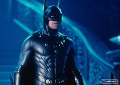 Batman existe desde 1939 criado pelo escritor Bill Finger e pelo artista Bob Kane, e apareceu pela primeira vez na revista Detective Comics #27 e todos nós sabemos que ele é único nos quadrinhos