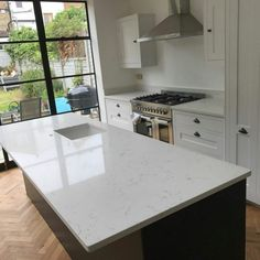 The ultimate kitchen island anyone dreams for. This large features creates the breakfast bar on the other side finished off with the Carrera. Marble Quartz, White Quartz, Sink In Island, Kitchen Island, Central Island, Range Cooker, Breakfast Bars, White Style, Carrera