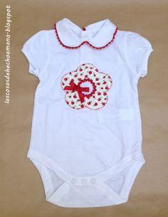 Body infantil, con flor en el pecho y algunos detalles en tela. http://lascosasdehechoamano.blogspot.com.es/