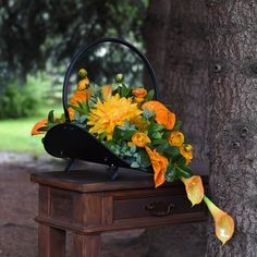 Funeral Flower Arrangements, Funeral Flowers, Floral Arrangements, Beautiful Gifts, Ikebana, Pergola, Floral Design, Outdoor Decor, Wedding