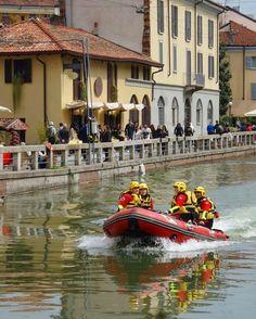La Milano dei Navigli: splendida romantica ed affascinante. La zona della città che più preferisco...) #navigli #milano #milan #milanodavedere #oldcity #oldstyle #kings_villages #italiainunoscatto #italia365 #europe_gallery #euro_shot #gf_italy #bestitaliapics #borghitalia #bellaitalia #great_captures_italia #foto_italiane #loves_madeinitaly #vivo_italia #ig_today #ig_italy #ig_planet #igphotoworld #picture_to_keep #instagoodmyphoto #instaitalia #vscocam #volgoitalia #water_brilliance…