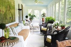 one kings lane_bunny williams_SUNROOM One Kings Lane, Solarium, Bunny Williams Home, Sunroom Decorating, Sunroom Ideas, Porch Ideas, Blue Ceilings, Outdoor Furniture Sets, Outdoor Decor