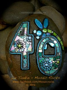 by Liz Tonkin, mosaic rocks by Tricia Paine Lusardi Mosaic Rocks, Stone Mosaic, Mosaic Glass, Glass Art, Stained Glass, Mosaic Crafts, Mosaic Projects, Mosaic Art, Mosaic Tiles