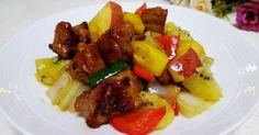 糖醋果香咕咾肉 的精彩食譜。梅花肉煎半熟, 加入鳳梨、蘋果、奇異果拌炒, 色澤漂亮又有濃郁誘人的果香味,是夏日餐桌上最下飯的一道料理喔∼🎶