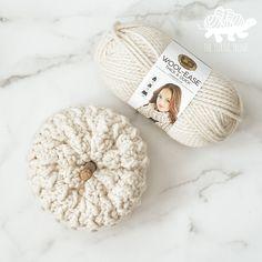 Crochet Pumpkin Pattern, Halloween Crochet Patterns, Crochet Amigurumi Free Patterns, Free Crochet, Crochet Fall Decor, Crochet Home, Crochet Gifts, Crochet Yarn, Yarn Projects