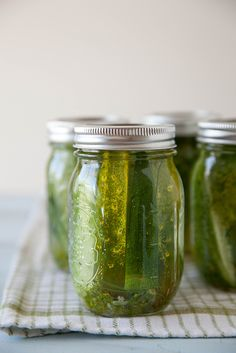 If you have 10 minutes, you can make your own refrigerator dill pickles this summer.