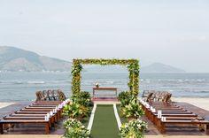 Altar pé na areia sem cobertura, São Pedro ajudou ;) #wedding #beach