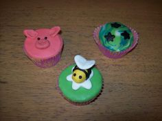 My first cupcakes with sugarpaste.