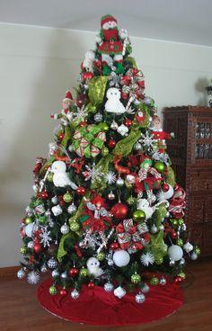 ARBOL DE NAVIDAD Christmas Tree Inspiration, Beautiful Christmas Decorations, Beautiful Christmas Trees, Natural Christmas, Christmas Tree Themes, Holiday Tree, Xmas Tree, Christmas Holidays, Christmas Ideas