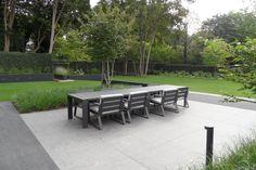 Strakke tuin - Exclusieve tuin - Tuin meubels - Terras - Moderne tuin verlichting - groene tuin afscheiding - Gras