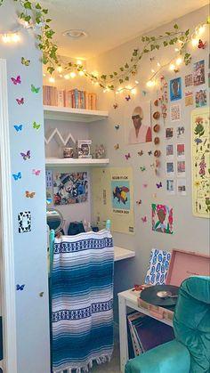 Indie Room Decor, Cute Bedroom Decor, Room Design Bedroom, Room Ideas Bedroom, Indie Bedroom, Bedroom Inspo, Pinterest Room Decor, Chill Room, Study Room Decor