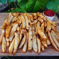 ✖️FRIES: Preheat your oven to 220 deg celcius. Peel and wash potatoes (we used 8), cut into desired size and dry thoroughly, important otherwise they'll steam and won't become crispy. Season with preferred herbs/spices, I used smokey paprika, garlic powder & onion powder. Line baking tray with non-stick baking paper spread potatoes across it ensuring that they don't overlap/touch too much. Bake on one side for approximately 20-25 minutes, take out and flip, bake for extra 15-20 min