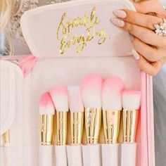 Add some GLAM to your beauty routine! The Pink Glam Brush Book is the perfect way to keep your glam beauty brushes clean, organized and easy to access! Pink Makeup, Cute Makeup, Glam Makeup, Beauty Makeup, Hair Beauty, Makeup Goals, Makeup Tips, Beauty Brushes, Pinterest Makeup