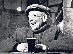 A man enjoying a pint in an East End pub / Bill Brandt // 1946