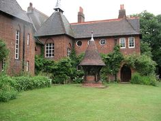 The Red House, William Morris & Philip Webb, Bexleyheath, southeast London - Arts and Crafts Style Arts And Crafts For Teens, Art And Craft Videos, Arts And Crafts House, Home Crafts, William Morris, Art Nouveau, Arts And Crafts Movement, British Architecture, Bauhaus Architecture