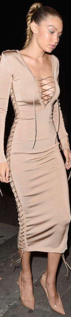 Gigi Hadid in Balmain | LOLO❤︎