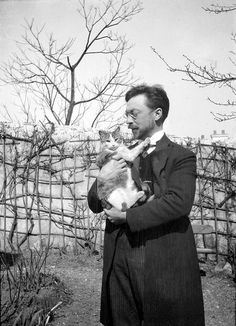 Wassily Kandinsky And His Cat, Vaske. [So many artists and writers have been inspired to greatness by their cats.]