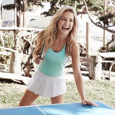 Get Kate Hudson's beautiful beachy waves with her easy hair styling tip!