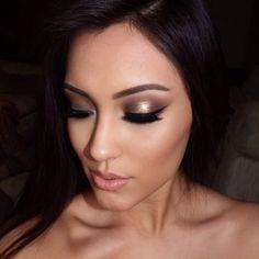 foiled eyeshadow effect Love My Makeup, Pin Up Makeup, Beautiful Eye Makeup, Kiss Makeup, Makeup Tips, Makeup Ideas, Glamorous Makeup, Glam Makeup, Beauty Makeup