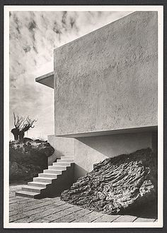 luisbarragan: Residence designed by Max Cetto in The Pedegral, Mexico City / Guillermo Zamora photographer/ Esther McCoy Papers/ Archives of American Art Smithsonian Institution Archives Of American Art, Strange Places, Swimming Pool Designs, Brutalist, Mexico City, Architecture Details, Urban Architecture, Interior And Exterior, Facade