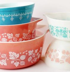 Who doesn't love vintage Pyrex? Theses are my personal favorites with sweet names like Butterprint, Snowflake Garland, and Gooseberry. Makes you smile, right? Snowflake Garland, Vintage Instagram, Vintage Pyrex, Make You Smile, Diving, Infographic, Profile, Names, Deep