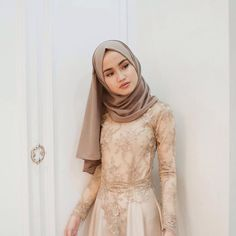 Hijab Fashion Source by Sitedetailleplus Hijab Outfit, Hijab Prom Dress, Hijab Gown, Kebaya Hijab, Kebaya Dress, Muslim Fashion, Modest Fashion, Fashion Outfits, Modest Wear