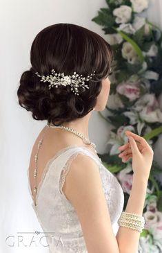 Beautiful floral bridal hair comb from TopGracia #topgraciawedding #bridalhairaccessories #weddingheadpiece