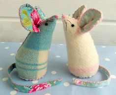 too cute idea ! and easy too ! Pin Cushion Mice by Bustle & Sew, via Flickr