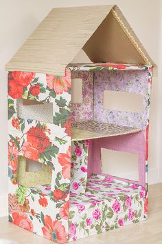 How To Make A Dolls House Out Of A Cardboard Box Dolls and Doll fun and craft diy cardard dollhouse - Fun Diy Crafts Cardboard Box Houses, Cardboard Dollhouse, Cardboard Box Crafts, Cardboard Crafts, Diy Dollhouse, Doll Furniture, Dollhouse Furniture, Diy Karton, Doll House Crafts