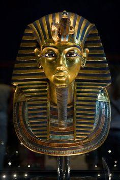 Kiosque L'édition du soir Reader. Le masque de Tutankhamon, avant d'être abîmé.