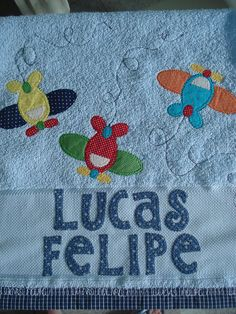 toalhinha de mão Baby Sewing Projects, Sewing Tutorials, Hand Embroidery, Machine Embroidery, Applique Quilts, Baby Crafts, Baby Decor, Applique Designs, Baby Quilts