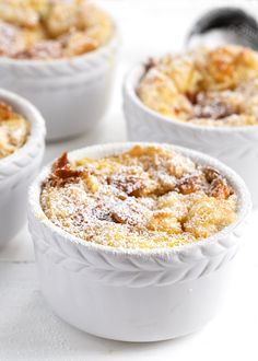 Easy and delicious bread pudding, with some marmalade stirred into the mix. Cookie Desserts, Easy Desserts, Delicious Desserts, Yummy Food, Anglaise Sauce Recipe, Peach Bread Puddings, Custard Ingredients, Cranberry Orange Bread, Citrus Recipes