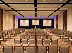 This is theater style room setup. Hotel Conference Rooms, Conference Room Design, Auditorium Design, Hall Interior Design, Hall Room, Bedroom False Ceiling Design, Church Stage, Function Room, Geometric Wall Art
